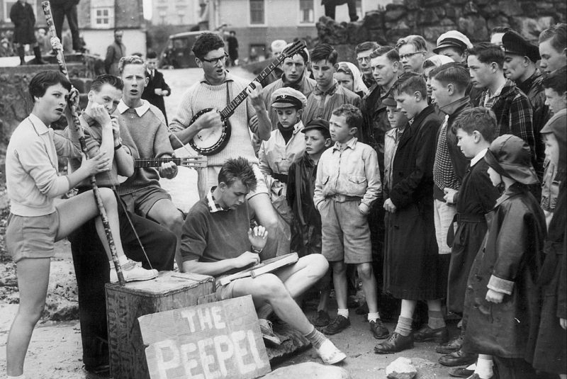 Skiffle band Peepel play for holidaymakers on a beach in Millport 26th July 1957 PIC: SMG Newspapers Ltd